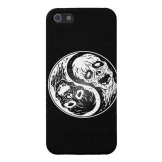 Zombis de Yin Yang blancos y negros iPhone 5 Carcasa