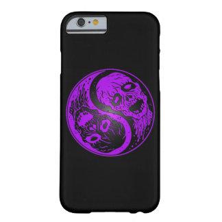 Zombis púrpuras y negros de Yin Yang Funda De iPhone 6 Barely There