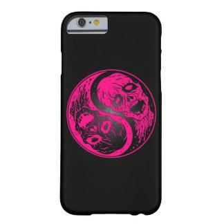 Zombis rosados y negros de Yin Yang Funda De iPhone 6 Barely There