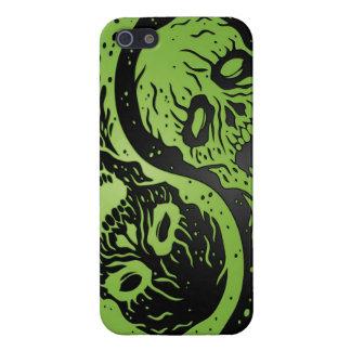 Zombis verdes y negros de Yin Yang iPhone 5 Fundas