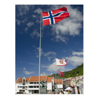Zona portuaria histórica céntrica de Bergen con Postales