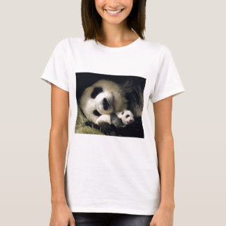 zoo-atlanta_giant_panda_lun-lun_and_cub T-Shirt