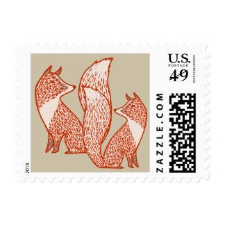 Zorros rojos y de marfil del moho timbre postal