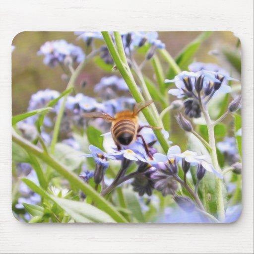¡Zumbido!  Parte trasera de la abeja ocupada Alfombrilla De Ratón