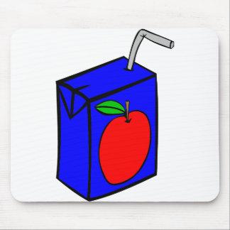 Zumo de manzana con la paja mousepads