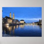 Zurich en la impresión de la oscuridad posters